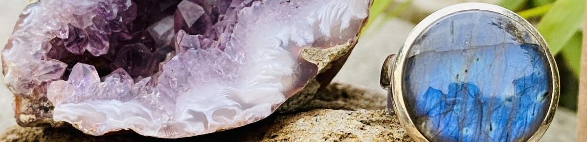 Bagues réglables en pierres véritables.